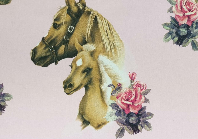 Puuvilla kauniit hevoset vaaleanpunainen